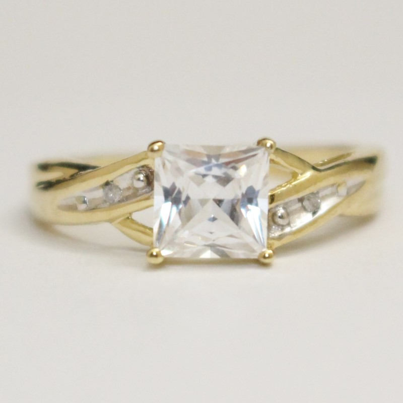 10K Yellow Gold Princess Cut Cubic Zirconia Twisted Ring Size 6.75