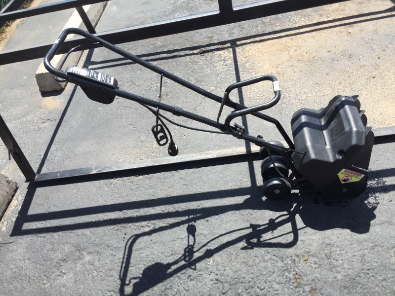 YARD MACHINES Miscellaneous Lawn Tool 31A 040 401