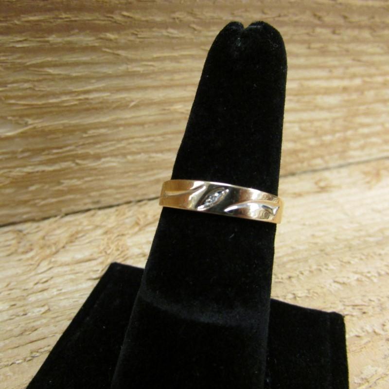 Gent's Gold-Diamond Wedding Band .01 CT. 14K Yellow Gold 2.5g Size:8