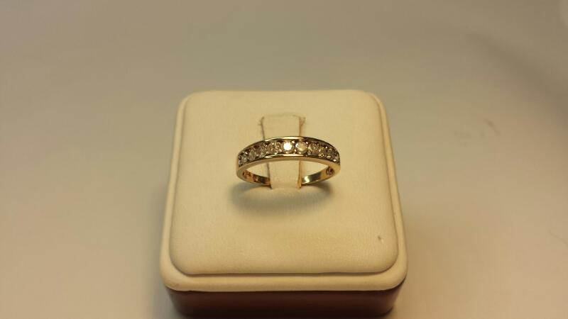 14k Yellow Gold Ring with 10 Diamonds at .50ctw - 1.4dwt - Size 7