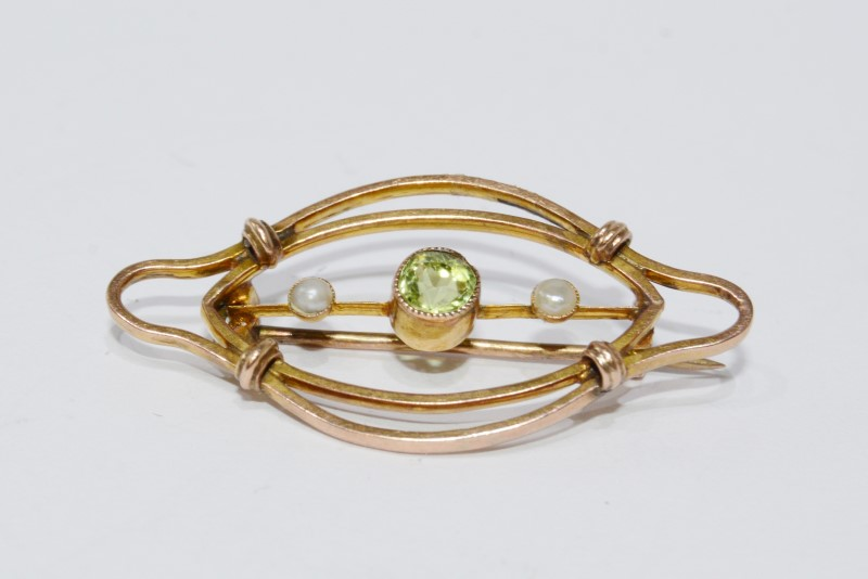 14K Yellow Gold Vintage Inspired Bezel Set Peridot & Seed Pearl Wire Pin Brooch