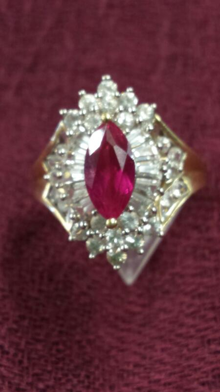 Red Stone Lady's Stone Ring 10K Yellow Gold 3.13dwt