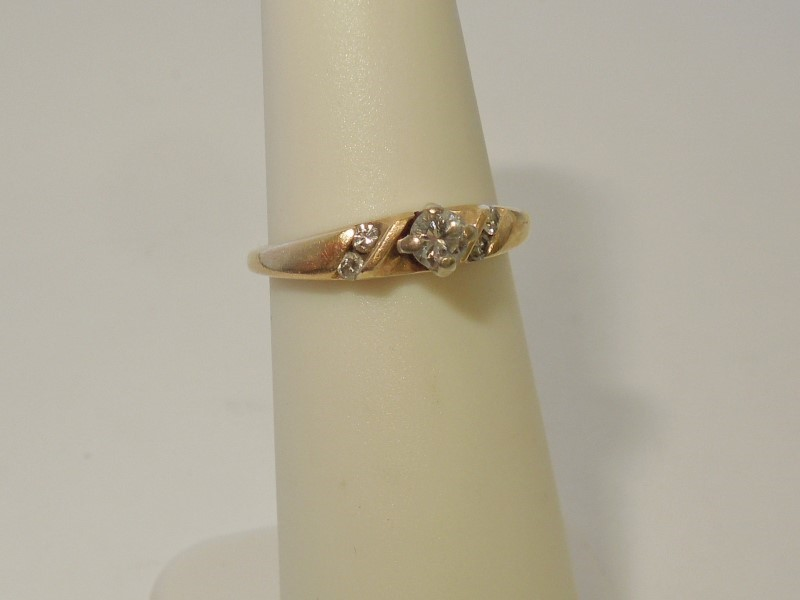 Lady's Diamond Solitaire Ring 5 Diamonds .19 Carat T.W. 10K Yellow Gold 2g