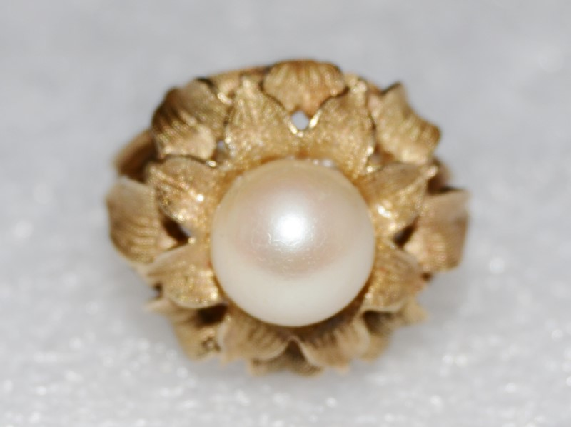 14K Yellow Gold Cathedral Pearl Textured Leaf Petals Opening Ring Fall
