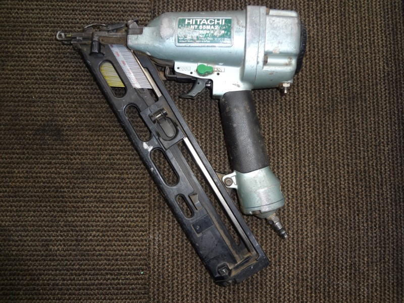 HITACHI NAILER NT65MA2 - GOOD WORKING CONDITION, NO LEAKS