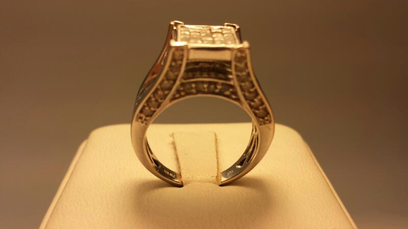 10k White Gold Ring with 120 Diamonds at 1.69ctw - 4.24dwt - Size 7