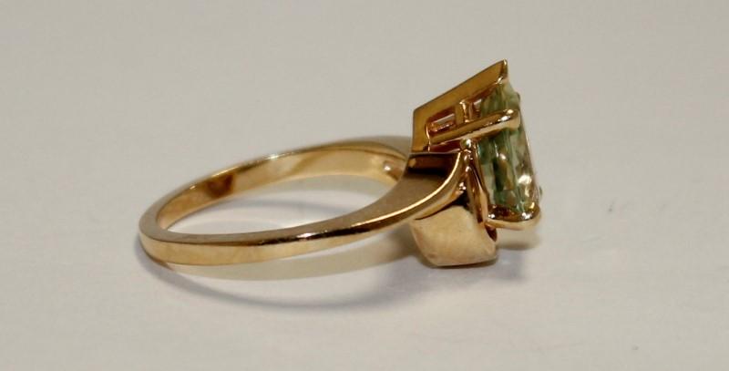 Peridot Lady's Stone Ring 14K Yellow Gold 4g Size:6