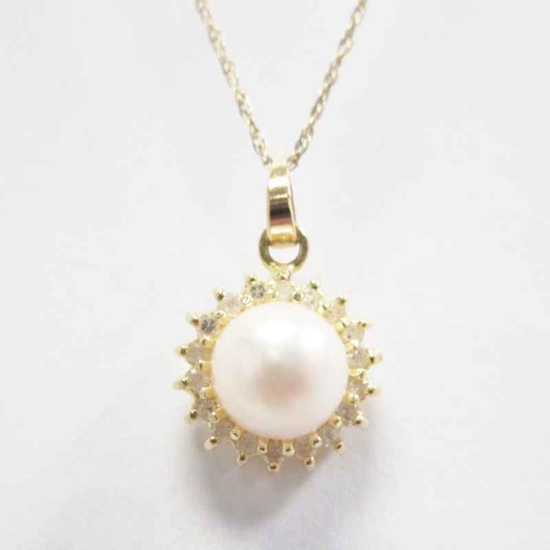 14K GOLD, DIAMOND AND PEARL PENDANT, 7.3MM ROUND PEARL.