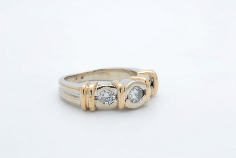ESTATE 3 DIAMOND RING SOLID 14K GOLD ENGAGEMENT WEDDING SIZE 5.5