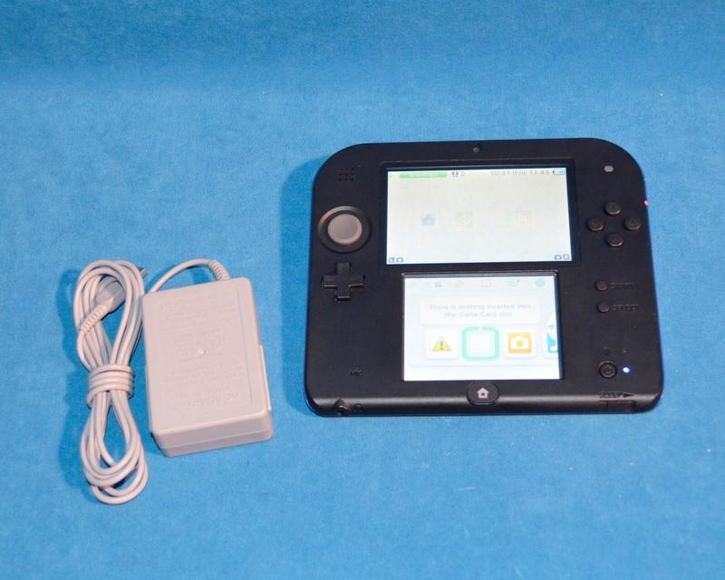 NINTENDO Nintendo 2DS HANDHELD GAME SYSTEM