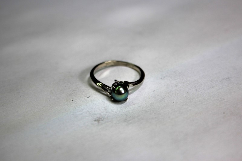 Lady's Black Pearl Ring 14K White Gold 2g Size:6