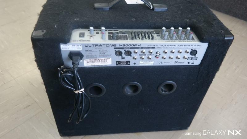 BEHRINGER Keyboard Amp ULTRATONE K3000FX
