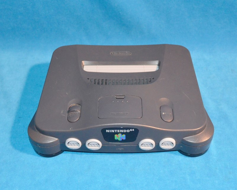 NINTENDO 64 SYSTEM - CONSOLE 2 CONTROLLERS 4 GAMES