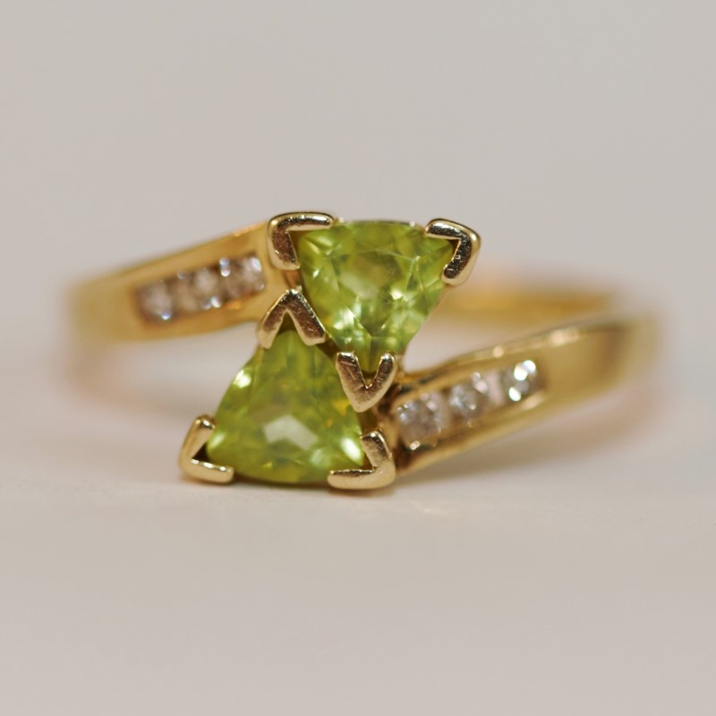 Dual Triangle Peridot and Diamond 14K Yellow Gold Ring Size 7