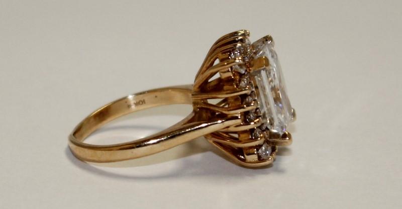 10K YELLOW GOLD WHITE STONE RING 6G