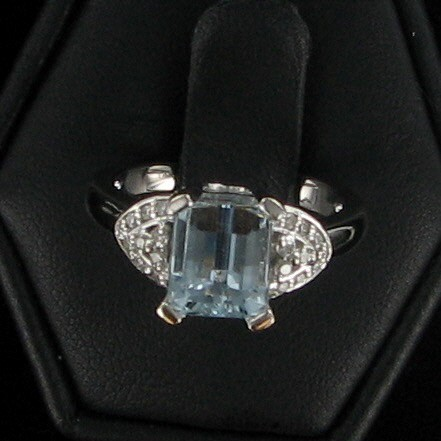 Blue Stone Lady's Stone & Diamond Ring 22 Diamonds .22 Carat T.W.