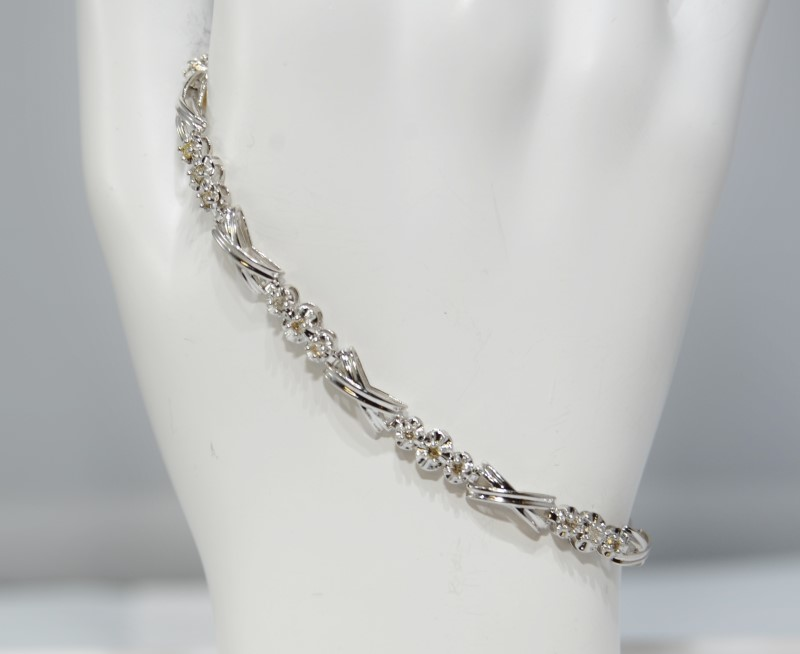 "7"" 10K White Gold 3-Stone X O Style Diamond Tennis Bracelet"