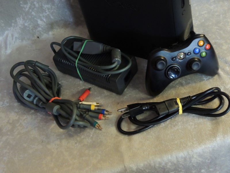 MICROSOFT Video Game System XBOX 360 - 4GB KINECT - 1439 - CONSOLE