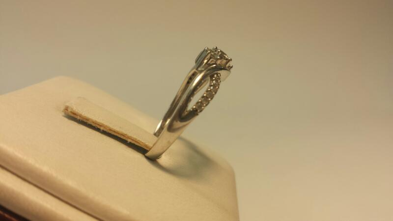 10k White Gold Ring with 15 Diamonds at .51ctw - 1.7dwt - Size 7