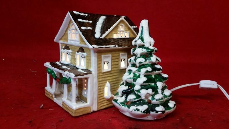 Department 56 Christmas House w/ Christmas Tree & Light