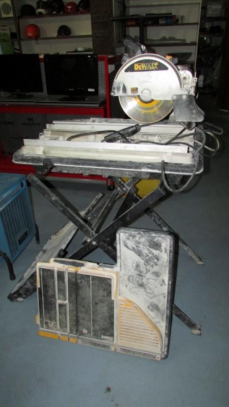 DEWALT TILE SAW Model D24000 with stand