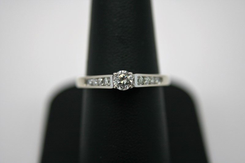 LADY'S ENGAGEMENT DIAMOND RING 14K WHITE GOLD