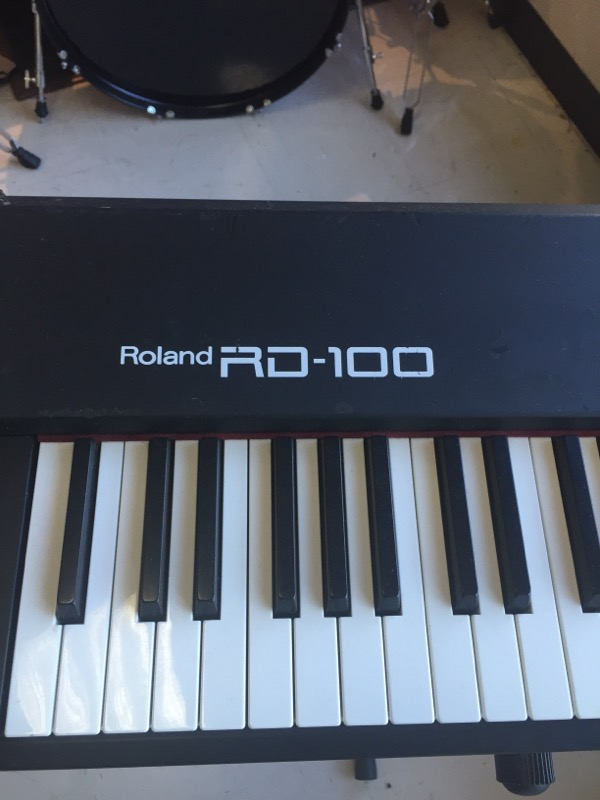 ROLAND Keyboards/MIDI Equipment RD-100