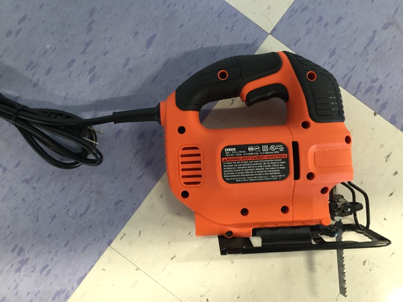 BLACK & DECKER CORDED JIG SAW, MODEL # BDEJS300, GOOD CONDITION