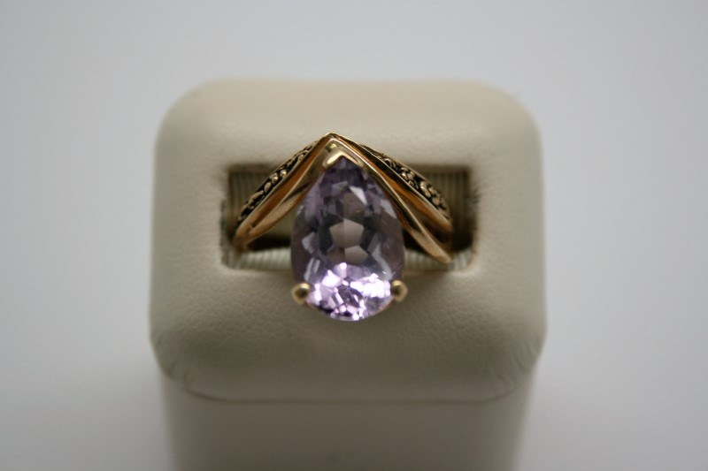 LADY'S FASHION STYLE AMETHYST RING 10K YELLOW GOLD