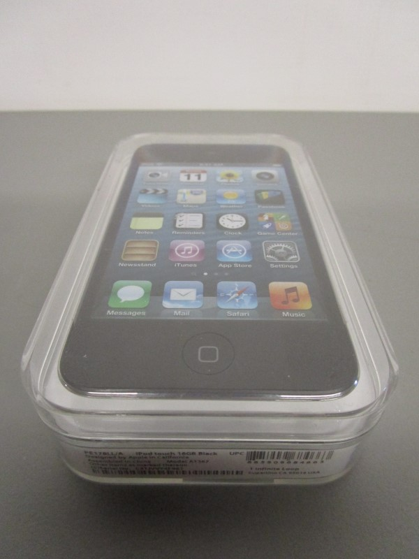 APPLE IPOD TOUCH 16GB BLACK, A1367, NEVER USED