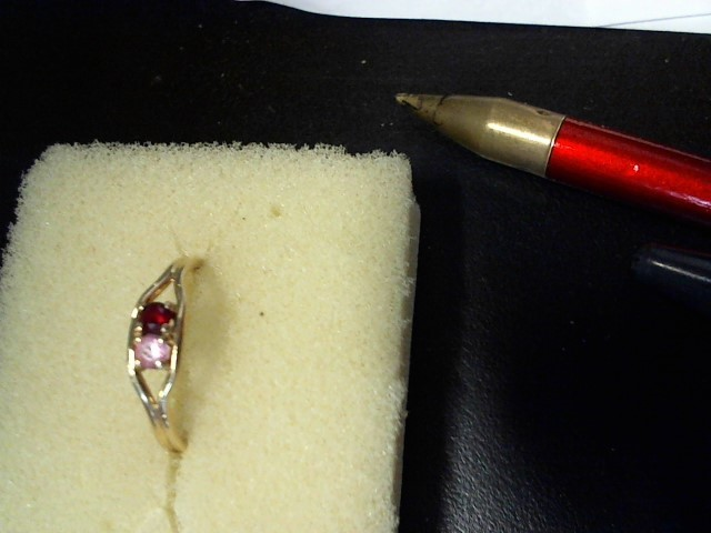 Red Stone Lady's Stone Ring 10K Yellow Gold 1.3g