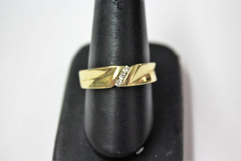 Gent's Gold-Diamond Wedding Band 3 Diamonds .12 Carat T.W. 14K Yellow Gold 6.2g