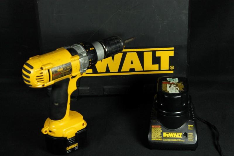 DeWALT DW980 12V Cordless Drill/Driver with Case