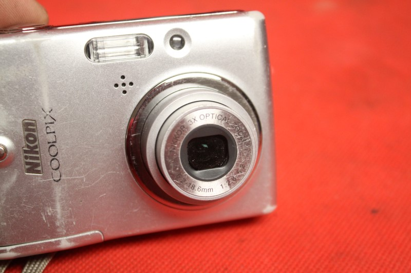 Nikon COOLPIX L10 5.0 MP Digital Camera - Silver FREE SHIPPING