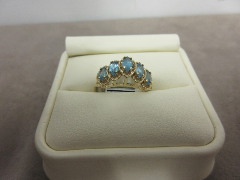 Blue Stone Lady's Stone Ring 10K Yellow Gold 2.48g