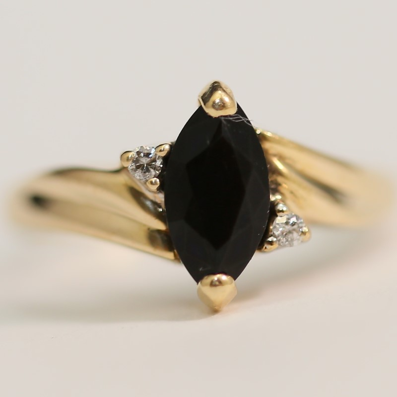 14K Yellow Gold Marquise Cut Onyx ad Brilliant Diamond Ring Size 7.5