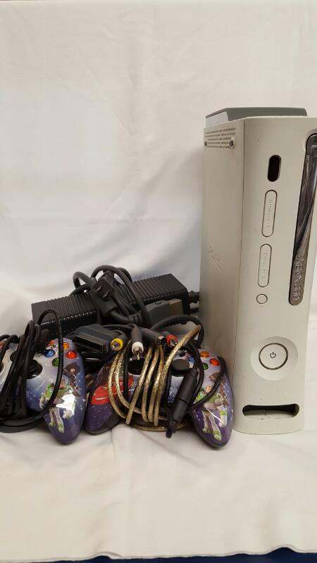 MICROSOFT XBOX 360 - 20 GB CONSOLE, POWER SUPPLY, 2 CONTROLLERS