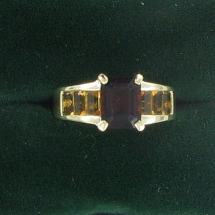 Synthetic Almandite Garnet Lady's Stone Ring 10K Yellow Gold 2.9dwt