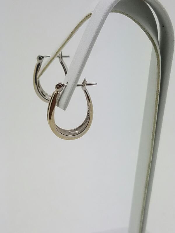 Gold-Diamond Earrings 16 Diamonds .32 Carat T.W. 14K White Gold 2.45dwt