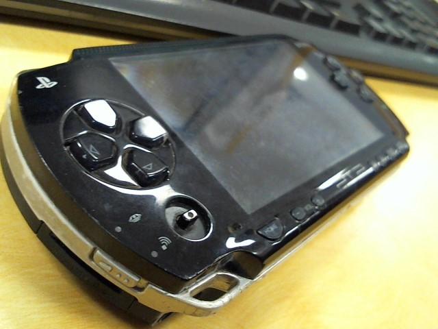 SONY PlayStation Portable PSP 2001 - HANDHELD