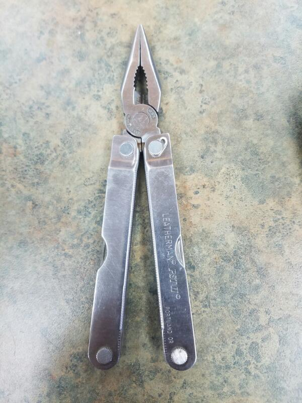 LEATHERMAN Pocket Knife PST II