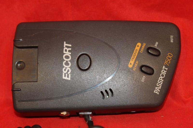 Extremely effective Escort Passport 7500 Radar Detector (red) Just the basics...