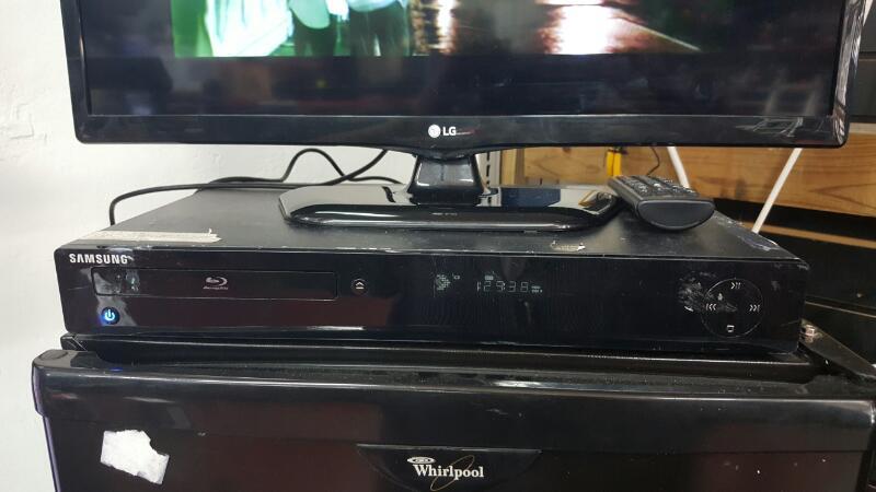SAMSUNG BD-P1500    BLU-RAY W/REM