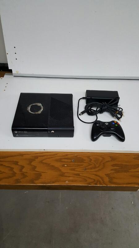 Microsoft Xbox 360 Black E Console 4GB (Model 1538)