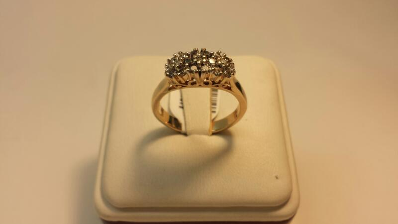 14k Yellow Gold Ring with 18 Diamonds at .54ctw - 4.1dwt - Size 9
