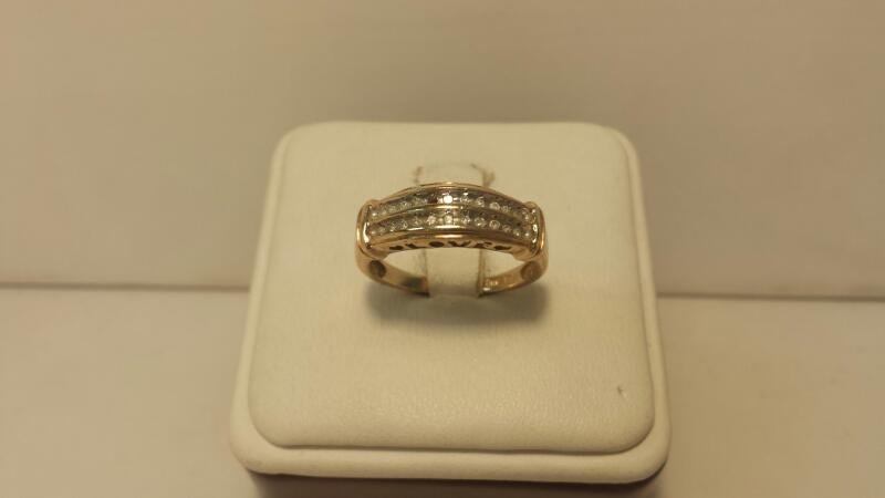 10k Yellow Gold Ring with 21 Diamonds at .21ctw - 1.8dwt - Size 7