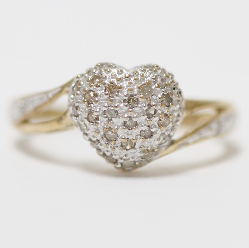 10K Heart Shaped Round Brilliant Diamond Cluster Promise Ring Size 8