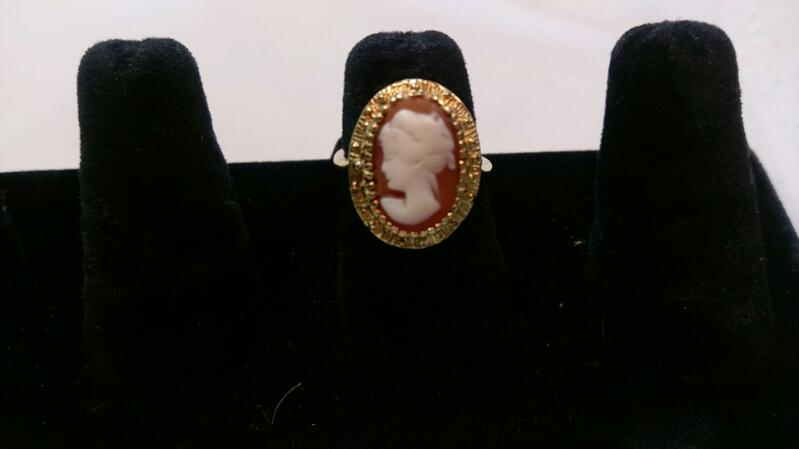 Lady's Cameo 14K YELLOW GOLD RING  3g SIZE 5