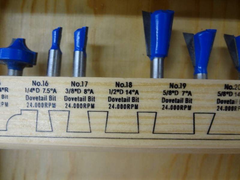 CRAFTEK 68 PC ROUTER BIT MASTER SET  BLUE TORNADO R970