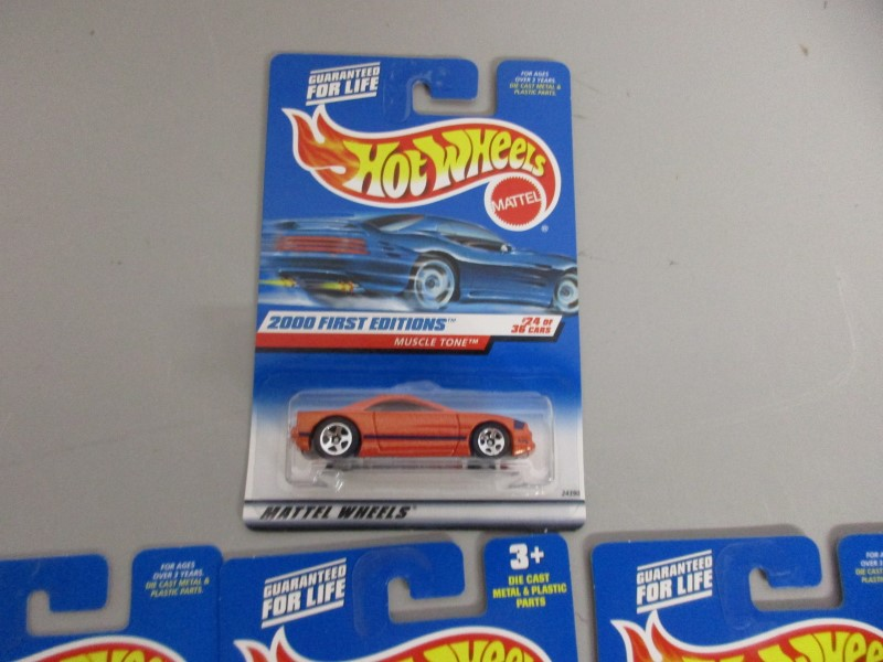 LOT OF 22 MATTEL HOT WHEELS, 2000 FIRST EDITIONS (2 FERARRIS)
